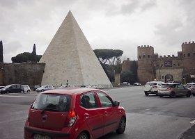 Restauruota ir sutvarkyta Cesijaus piramidė Romoje