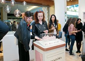 """Radikalus atsinaujinimas: duris atvėrė modernesnė """"Pandora"""" parduotuvė"""