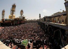 Dešimtys tūkstančių šiitų nepaisydami bombų pavojaus susirinko prie šventovės Bagdade