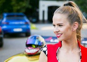 """Konkurso """"Miss Racing"""" merginų rinkimai"""