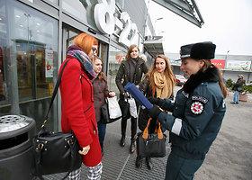 Kaune pareigūnai dalino atšvaitus