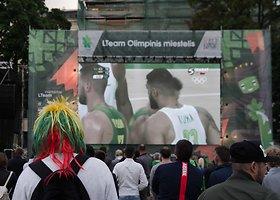 Kauniečiai krepšinį stebėjo didžiuliame ekrane miesto centre