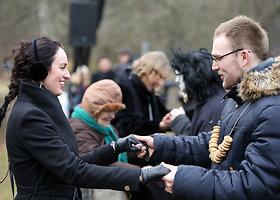 Rumšiškėse minia tautiečių šventė žiemos išvarymą