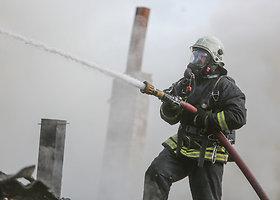 Vilniuje, Liepkalnio gatvėje dega ūkinis pastatas