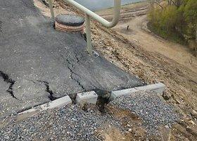 Alytaus Baltosios rožės tilto asfaltas garma žemyn