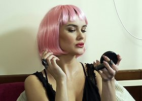 Akvilina Ubartaitė pasipuošė rožinių plaukų peruku
