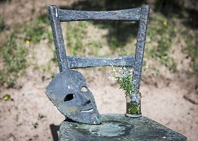 Vytauto Šapranausko kapą papuošė paminklas