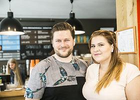 Sostinės centre žinomi žmonės atidarė naują erdvę – banką-kavinę