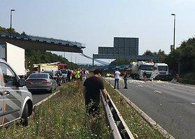 Anglijos autostradoje sugriuvo tiltas