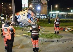 Kaune BMW taranavo greitosios pagalbos automobilį