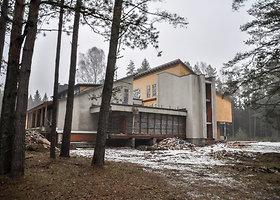 """""""Brežnevo vila"""" Kazlų Rūdos miškuose"""