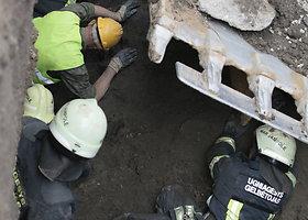 Nelaimė Marijampolėje: žmogų 5 metrų gylyje užvertė žemės