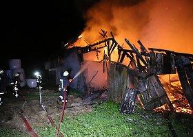 Vainute degė ūkinis pastatas