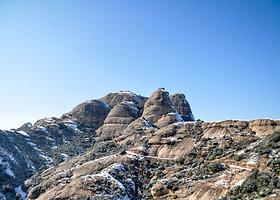 Apleistas vienuolynas ir atsiskyrėlių trobelės Montserato kalnuose