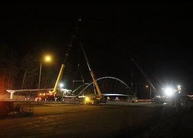Magistralėje greta Ukmergės penktadienio naktį vykdyti viaduko užkėlimo darbai