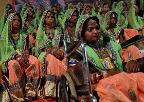 Masinės vestuvės organizuojamos nepasiturintiems Indijoje
