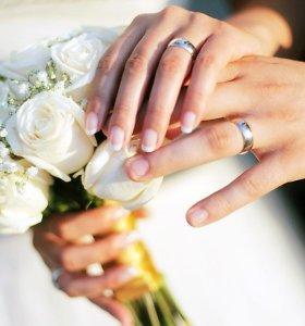 Fiktyvios santuokos patiklioms moterims baigiasi vienodai: išprievartautos ir tuščiomis kišenėmis