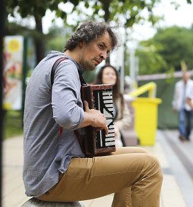 Gatvės muzikanto duona: dešimt eurų už šypseną ir išgelbėtą sielą
