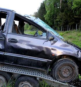 Kelyje Vilnius-Ukmergė sudaužytas ką tik nupirktas automobilis