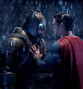 """""""Betmenas prieš Supermeną: teisingumo aušra"""" – tik įžanga į """"Teisingumo Lygos"""" seriją"""