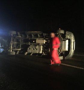 """Šalia Naujųjų Valkininkų įvykusios mikroautobuso avarijos liudininkas: """"Pagarba Varėnos tarnyboms"""""""