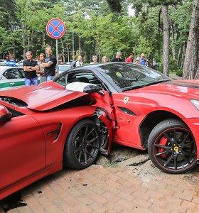 """Verslininko Ugniaus Kiguolio """"Ferrari"""" Palangoje susidūrė su BMW M4"""