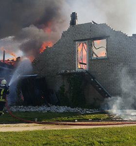 Šilutės rajone sudegė ūkinis pastatas: ta pati šeima išgyveno trečiąjį gaisrą