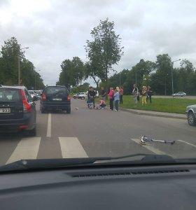 Utenos perėjoje automobilis partrenkė du berniukus, 90-metis vairuotojas spruko