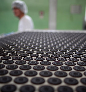 """Donaldas Trumpas gamybą į Meksiką perkeliančiai įmonei: daugiau """"Oreos"""" sausainių nevalgysiu"""