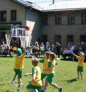 V.Augustauskų - Augustaičių sporto kiemelyje – proga pačiupinėti istorinius sportininkų medalius