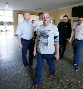 Į mokyklos susirinkimą V.Matijošaitis atvyko prisijungęs kraujospūdžio aparatą
