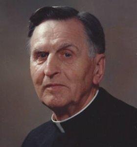 Šeštadienį šimtmečio sulaukęs ir popiežiaus pasveikintas Floridos lietuvių kunigas pirmadienį mirė