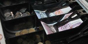 Euras artėja – kainos parduotuvėse mažėja