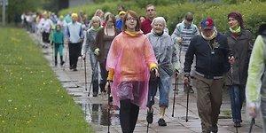 Šiaurietiškas ėjimas: pasivaikščiojimas su lazdomis ar sportas?
