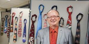 Vilniaus miesto savivaldybėje – Juozo Šalkausko kalėdinių kaklaraiščių paroda