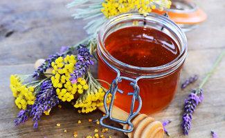 Bitininkės patarimai: stebuklinga medaus trauktinė ir sveikatą atstatantis pikio tepalas