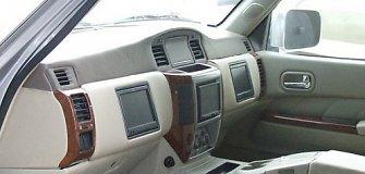 Dubajietiškas automobilio patobulinimas: kur dingo vairas?