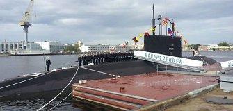 Rusija rodo raumenis: į Baltiją išbandyti raketų išplaukė naujausias povandeninis laivas