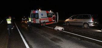 Klaipėdos rajone mirtinai partrenktas keliu ėjęs pėsčiasis, nesegėjęs atšvaito