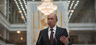 Vladimiras Putinas ciniškai tepa Ukrainos karius tuo, kuo pats išsitepęs – nacizmu