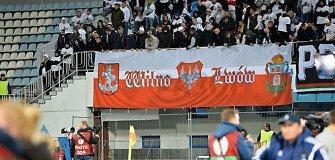 Lenkų futbolo sirgaliai Kijeve iškėlė plakatą, kad Vilnius ir Lvovas yra Lenkijos miestai