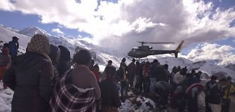 Nepale po pūgos vis dar dingę mažiausiai 85 alpinistai