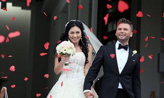 """Milijonieriaus """"Senukų"""" įkūrėjo dukra Agnietė Rakauskaitė ištekėjo už buvusio atlikėjo Artūro Pitkausko<br>"""
