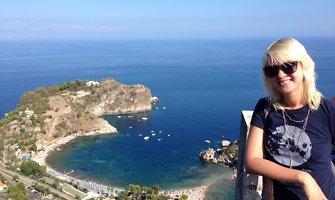 """Raminta Vyšniauskaitė Sicilijoje """"dirbo"""" prie baseino ir atšventė draugų medaus mėnesį"""