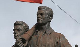 Žaliojo tilto skulptūrų likimas priklauso nuo kultūros ministro Šarūno Biručio