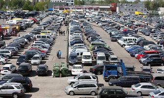 Vairuotojai apklausoje pareiškė, kad nauja automobilių įregistravimo tvarka naudos neduos