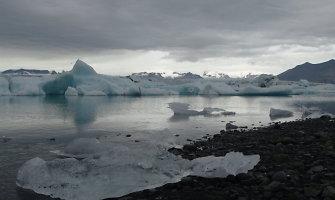 Nepamirštamoji Islandija: maudynės baseinuose ir karštosiose versmėse, meditacija prie geizerių
