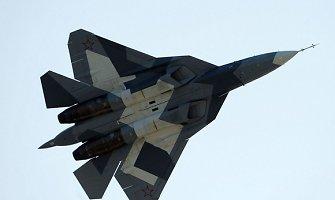 JAV ir Kanados naikintuvai perėmė aštuonis Rusijos karinius lėktuvus