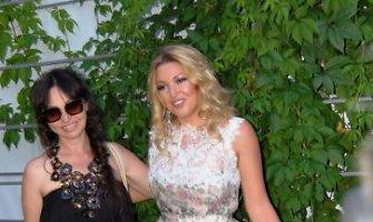 Ellos Tatarinovos kurtos suknelės Jūrmaloje sudomino Rusijos garsenybes
