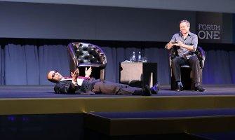 Jeanas Claude'as Van Damme'as Vilniuje davė patarimų tėvams, vartėsi ant žemės ir mokė kvėpuoti